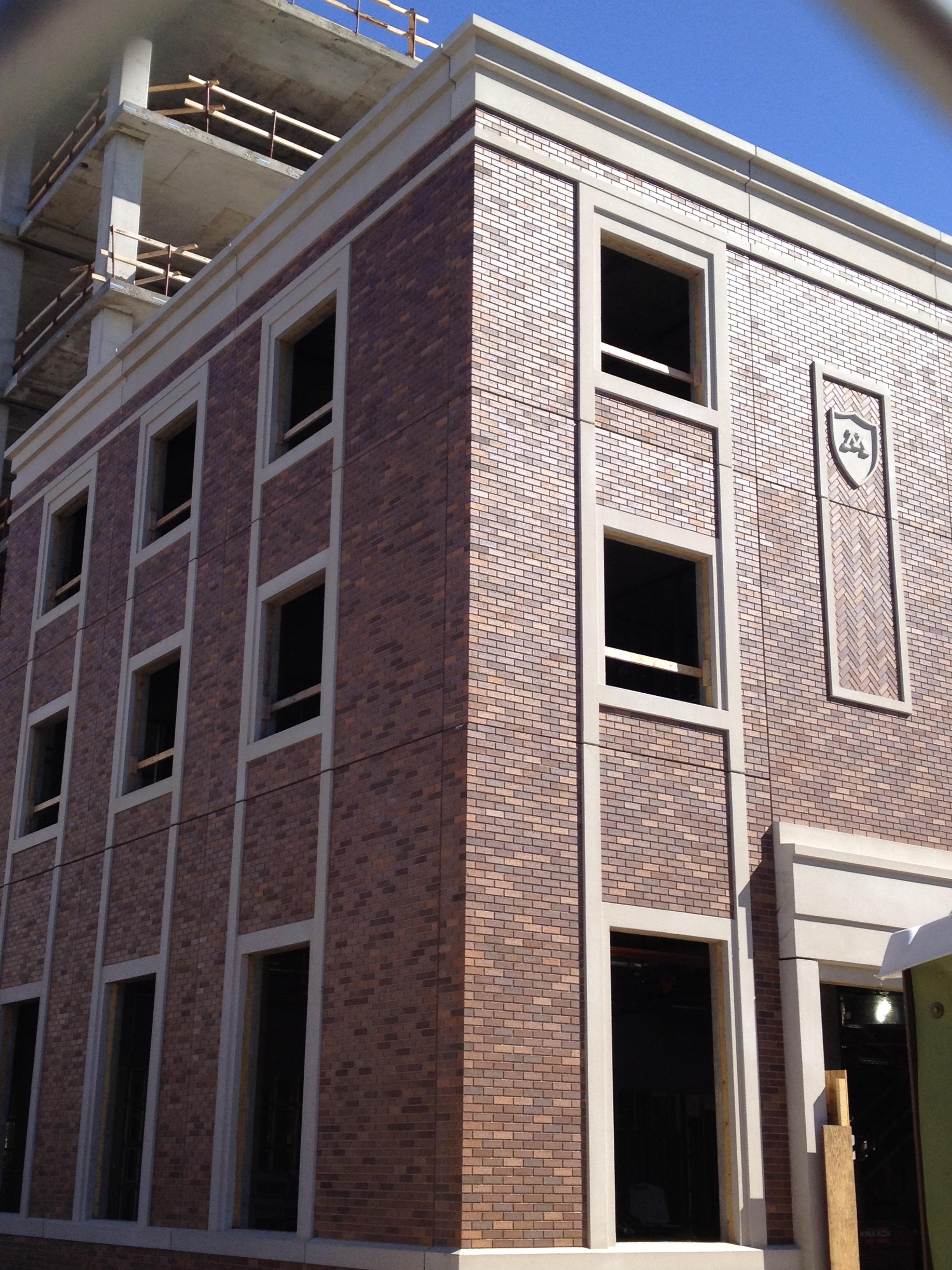 Stone Building Facade : Bricklaying and masonry