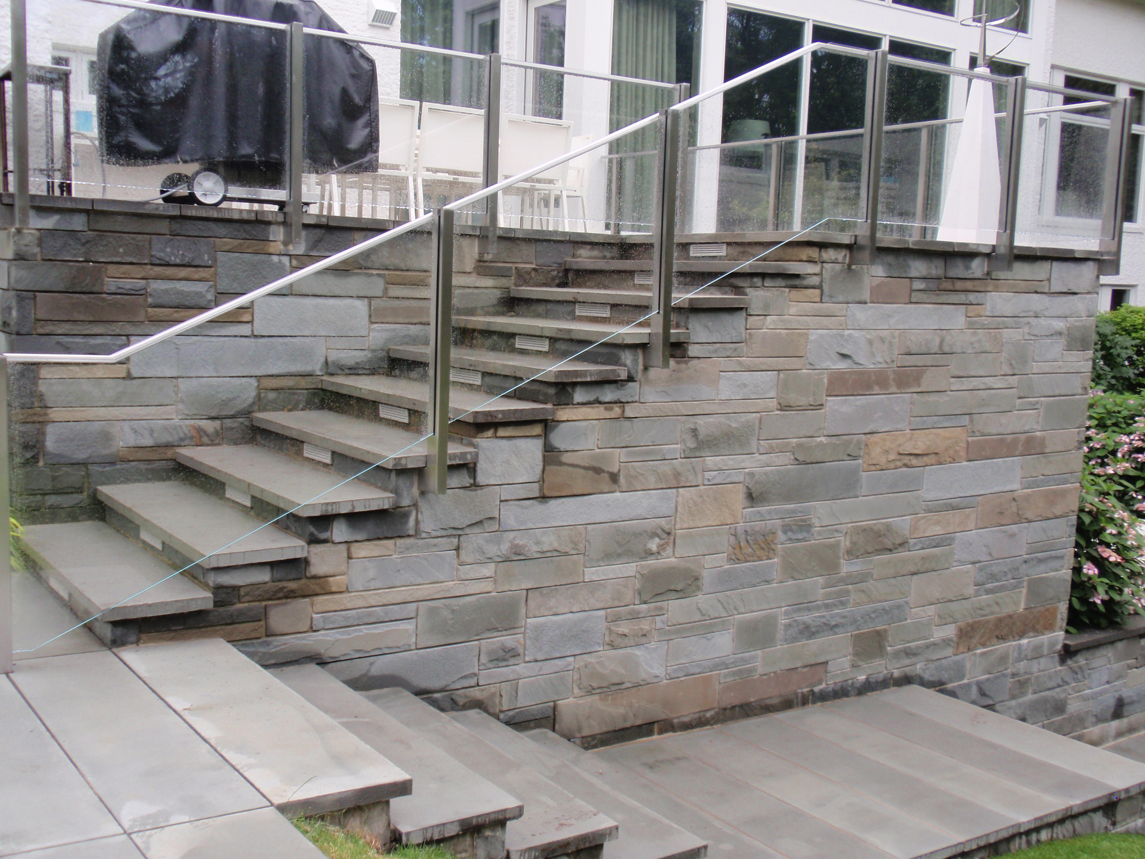 Bricklaying and masonry for Concrete patio railing